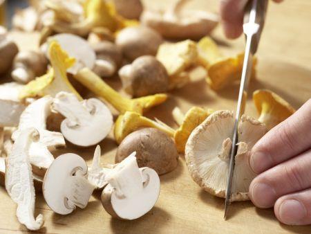 Pilz-Gratin auf Sprossensalat: Zubereitungsschritt 2