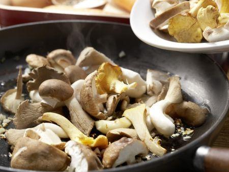 Pilz-Gratin auf Sprossensalat: Zubereitungsschritt 5