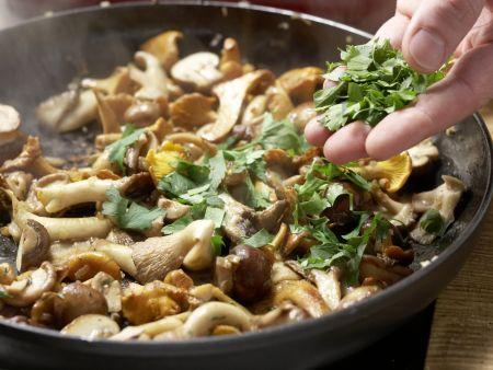 Pilz-Gratin auf Sprossensalat: Zubereitungsschritt 6