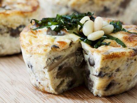 Rezept: Pilz-Mozzarella-Quiche mit Pinienkernen