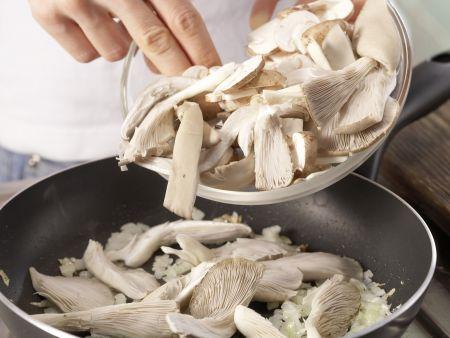 Pilz-Rührei auf Fladenbrot: Zubereitungsschritt 6