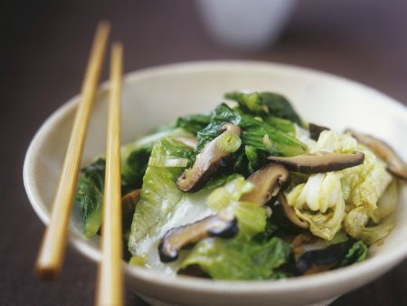 Pilze und Gemüse aus dem Wok