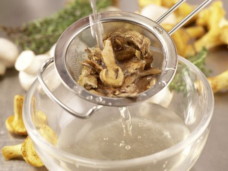 Pilzgemüse auf Kichererbsenpüree: Zubereitungsschritt 1