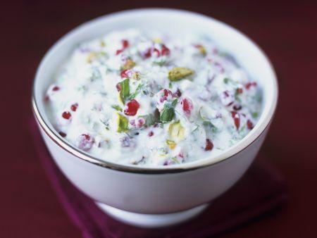 Pistazien-Koriander-Joghurt mit Granatapfelkernen