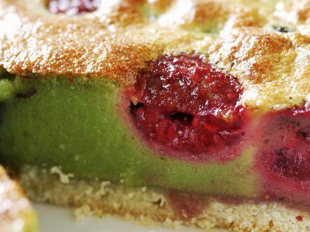 Pistazienkuchen mit Früchten