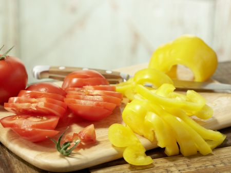 Pita-Pizza mit Gurkensalat: Zubereitungsschritt 1