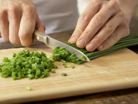 Pita-Pizza mit Gurkensalat: Zubereitungsschritt 8