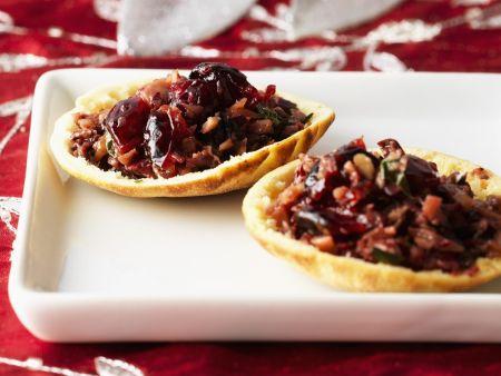 Pitaschalen mit Tapenade aus Mandeln und Cranberries