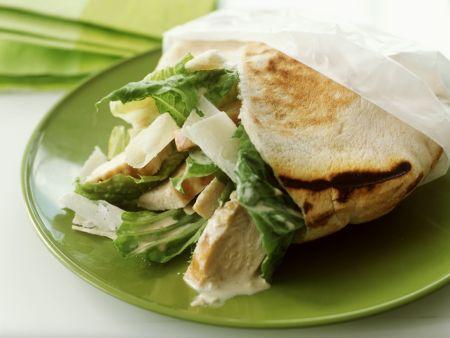 Pitatasche mit Cesarsalat