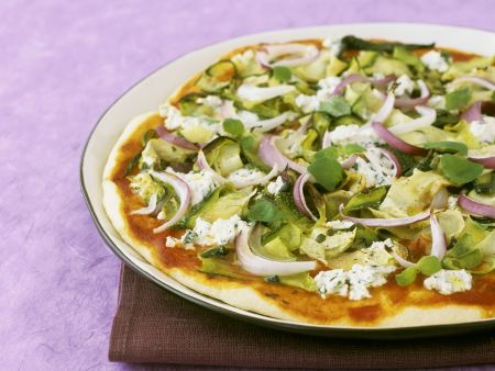 Pizza mit Gemüse und Ricotta