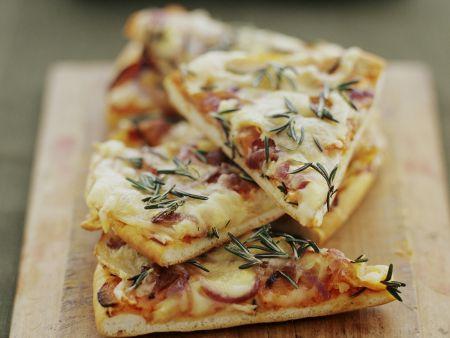 Rezept: Pizza mit Kartoffeln und Zwiebeln