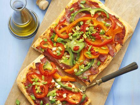 pizza mit paprika und luftgetrocknetem schinken pancetta rezept eat smarter. Black Bedroom Furniture Sets. Home Design Ideas
