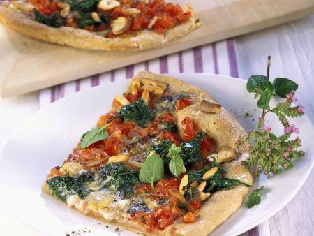 Rezept: Pizza mit Spinat und Pinienkernen