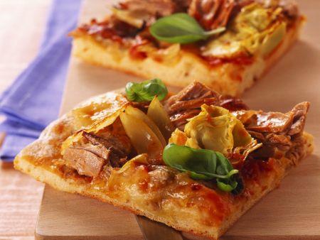 Pizza mit Thunfisch und Artischocken