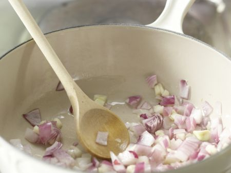 Pizza mit scharfem Auberginen-Ragout: Zubereitungsschritt 4