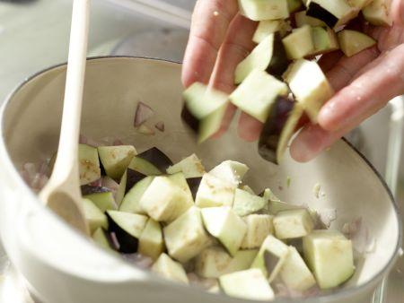 Pizza mit scharfem Auberginen-Ragout: Zubereitungsschritt 5