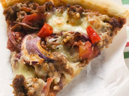 Pizza und Hackfleisch und Zwiebeln