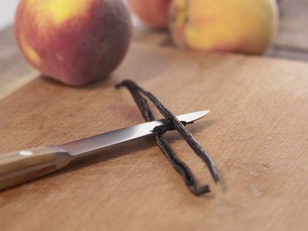 Pochierte Pfirsiche: Zubereitungsschritt 1