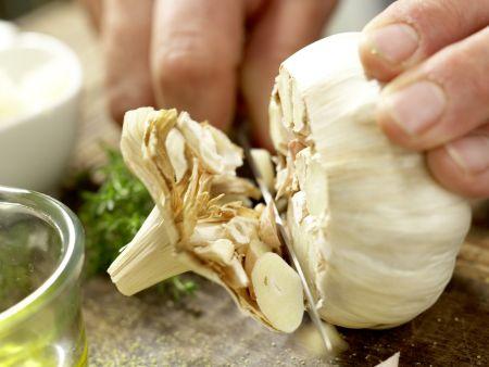 Polenta mit gebackenem Knoblauch: Zubereitungsschritt 1