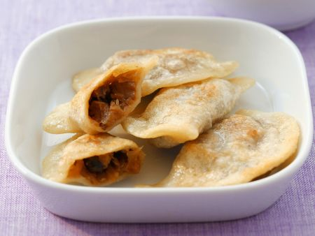 Rezept: Polnische Teigtaschen mit Sauerkraut-Pilz-Füllung