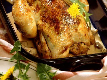Poularde mit Löwenzahn und Gemüse gefüllt dazu Champignonsoße