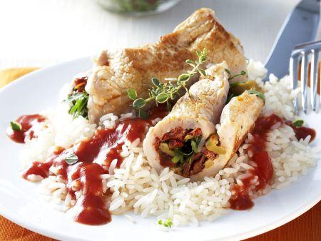 Putenrouladen mit Reis und Tomatensugo
