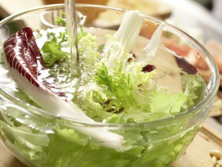 Putenstreifen auf buntem Salat: Zubereitungsschritt 8