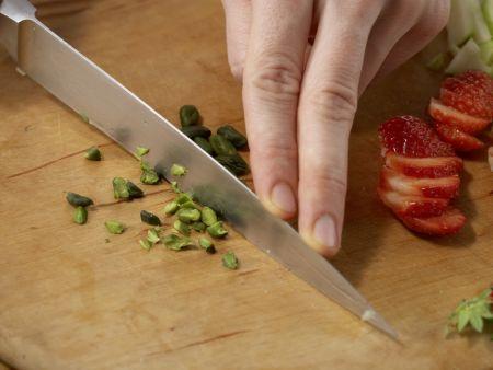 Quarkcreme mit Eis und Obst: Zubereitungsschritt 2