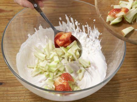 Quarkcreme mit Eis und Obst: Zubereitungsschritt 4