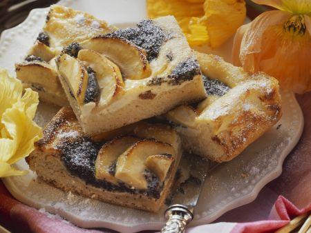 Quarkkuchen mit Mohn und Äpfeln