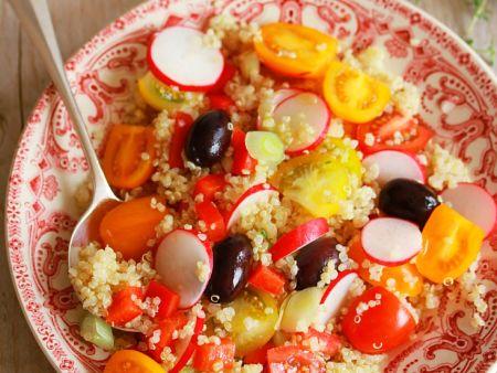 Quinoasalat mit Tomaten