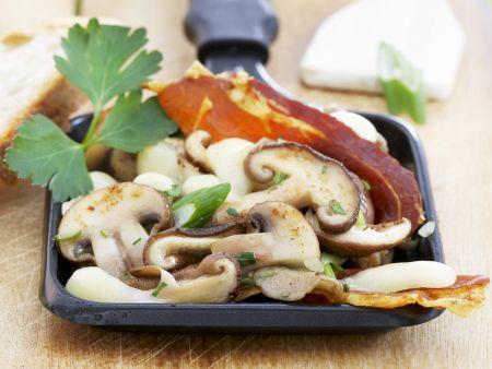 Raclette mit Champignons und Mozzarella