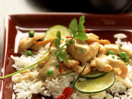 Rahmgeschnetzeltes von der Pute auf asiatische Art mit Reis