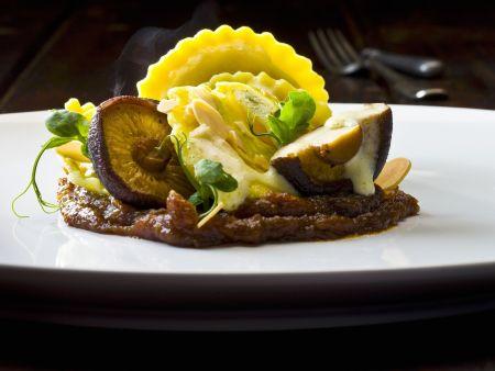 Ravioli mit Pecorino und Spargel gefüllt mit Zitronenbutter und Shiitake
