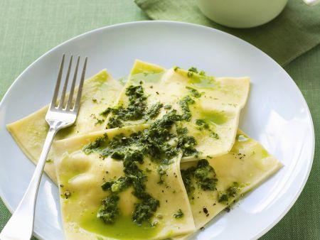 Ravoli mit Ricottafüllung und Pesto