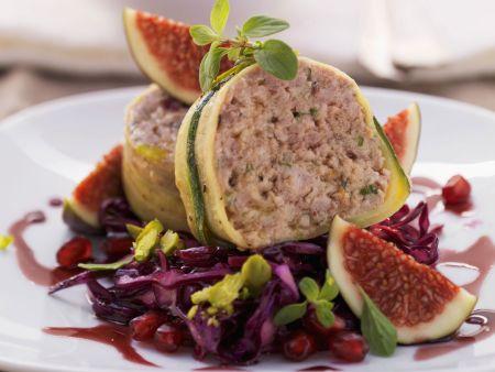 Rehhackfleisch mit Zucchinimantel und Rotkraut
