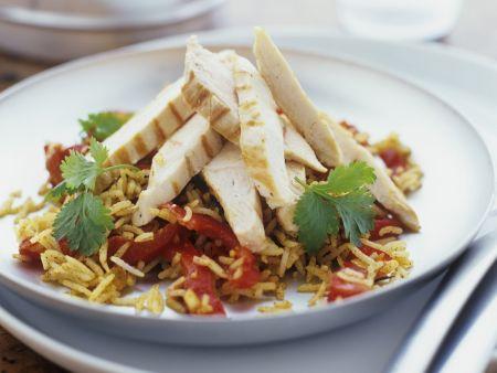Reis-Paprikaschoten-Salat mit Hähnchenfiletstreifen