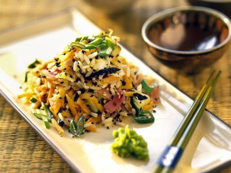 Reissalat mit asiatischem Gemüse, schwarzem Sesam und Wasabi