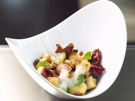 Ricotta-Kartoffel-Gnocchi mit Entenbrust, Pilzen und luftiger Parmesansoße