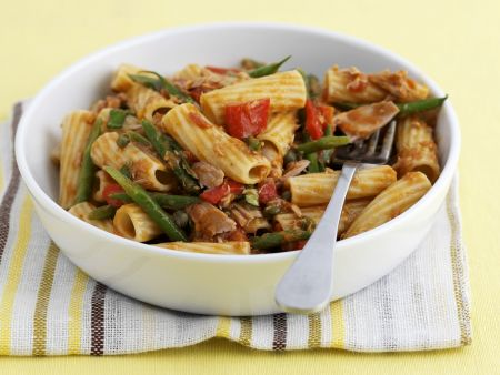 Rigatoni mit grünen Bohnen, Tomaten und Thunfisch