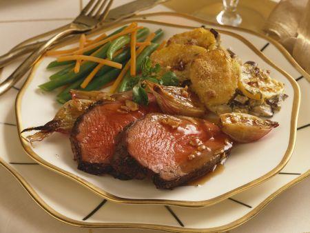 Rindbraten mit Kartoffelauflauf und grünen Bohnen