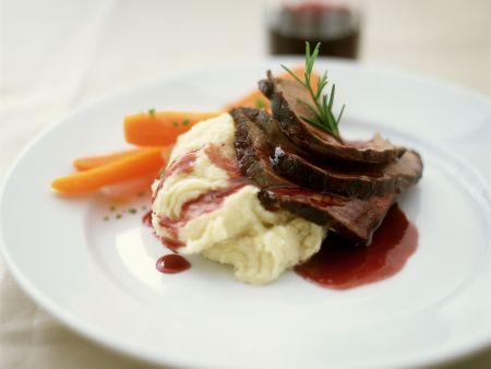 Rinderbraten mit Soße aus Rotwein