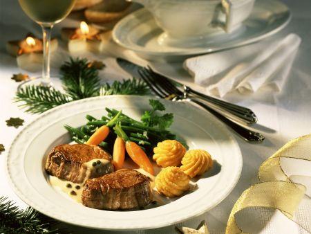 Rezept: Rinderfilets mit grüner Pfeffersoße und Kartoffelrosetten