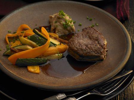Rinderlende mit gemischtem Gemüse