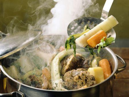 Rindfleisch-Gemüse-Topf auf französische Art (Pot au Feu)