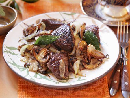 Rindfleisch mit Zwiebel-Pilz-Gemüse