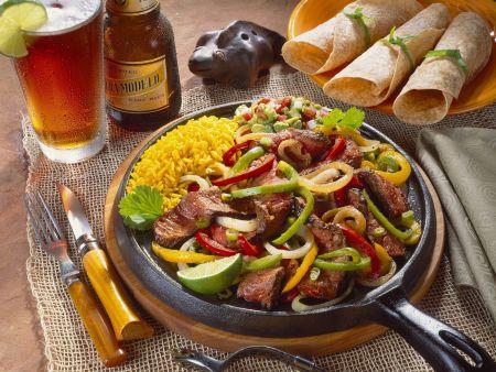 Rindfleischpfanne auf Mexikanische Art (Fajita)