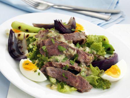 Rezept: Rindfleischsalat mit Frühlingszwiebeln und Ei