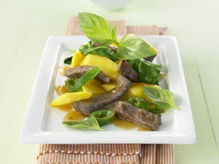 Rindfleischsalat mit Mango und Spinat