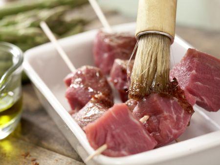 Rindfleischspieße mit grünem Spargel: Zubereitungsschritt 2